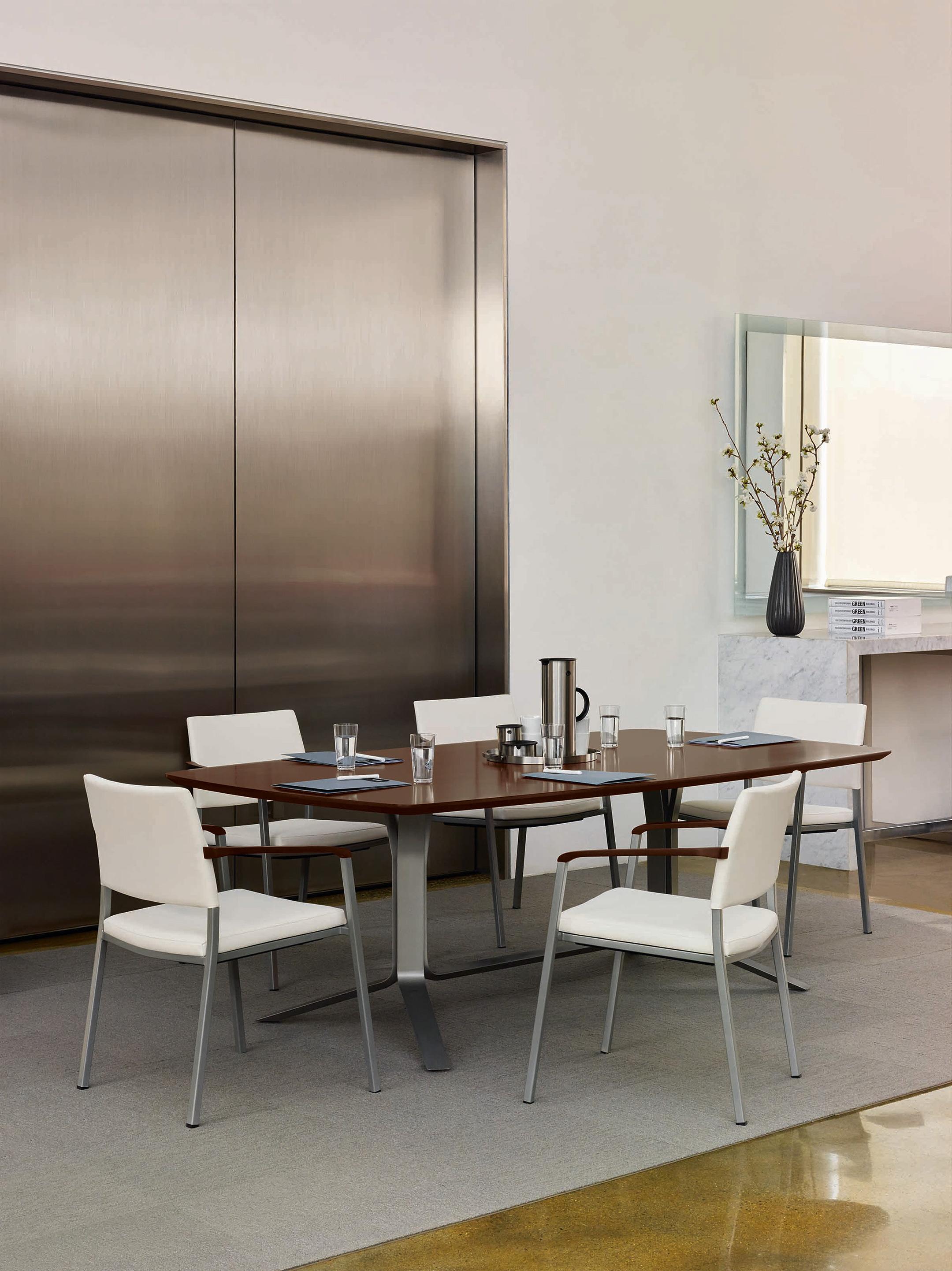 RMD_Vero-Meeting-Table_2160.jpg